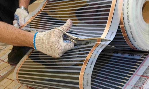 Стандартный рулон перед монтажными операциями разрезают на несколько полотен нужной длины