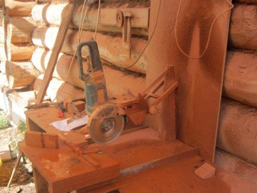 Картинка № 15. При оснащении подходящим диском такое оборудование используют для резки кирпича, керамической плитки, натурального/ искусственного камня